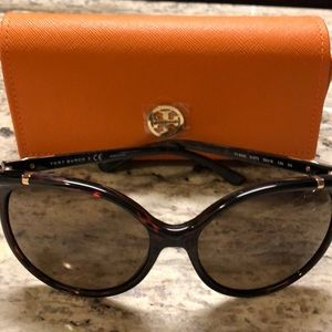 NWT Tory Burch Tortoise Sunglasses w/Case & Duster